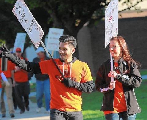 ct-ctfl-ctflct-mchenry-teachers-strike-met-1002--20151001 (1)