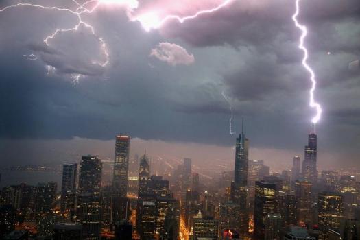 redeye-lightning-striking-over-chicagos-skylin-016