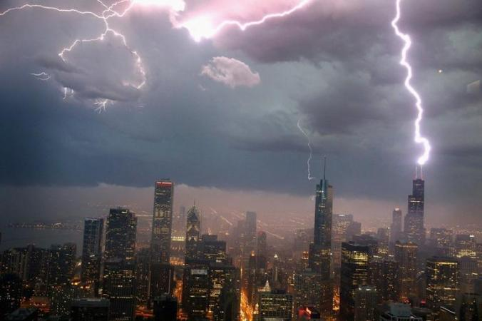redeye-lightning-striking-over-chicagos-skylin-016