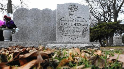 ct-laquan-mcdonald-grave-20151211